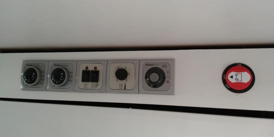 Bedienpanel des Wohnwagens mit 12 V Batterie Hauptschalter