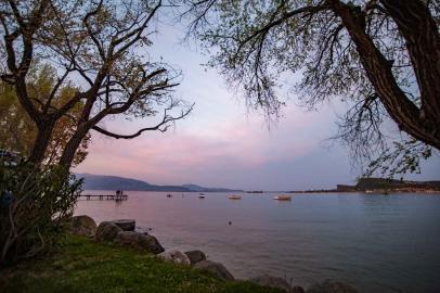 Gardasee vom Wohnwagen Stellplatz bei Abendstimmung