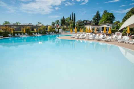 Poolbereich des Camping Europa Silvella am Gardasee