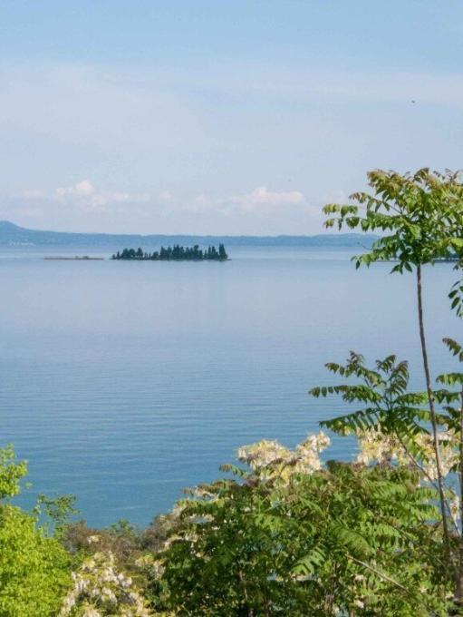 Blick vom Camping Europa Silvella auf den Gardasee