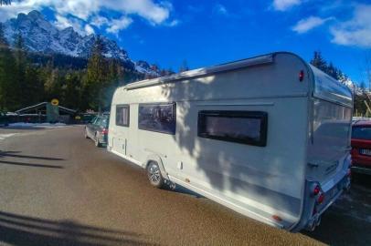 mysmallhouse.de wohnwagen camper urlaub reisen campingplatz wintercamping lmc cello 570k heck
