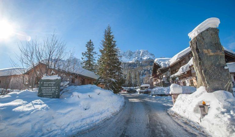 Eingangsbereich mit Schnee zum Campingplatz