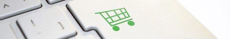 Enter Taste auf einer Computer Tastatur mit Einkaufswagen