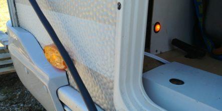 Hauptschalter für die zuschaltbare Umrissbeleuchtung in der Wohnwagen Stauklappe - eingeschaltet