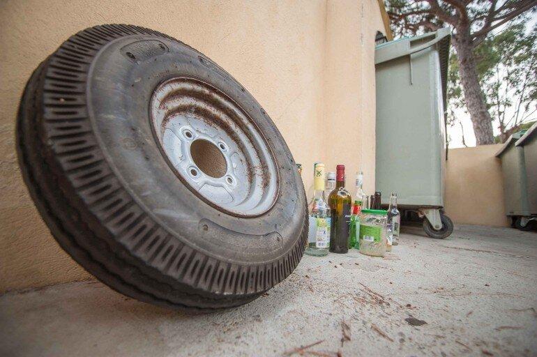 gebrauchte Camping Artikel online kaufen - altes Wohnwagen Rad wieder verwenden MSMALLHOUSE.de