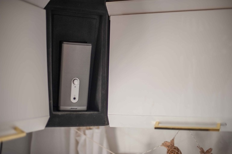 Bose 12V Companion Box im Wohnwagen isntalliert