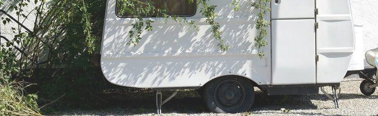 älterer Wohnwagen als Ersatzteilspender für gebrauchte Teile