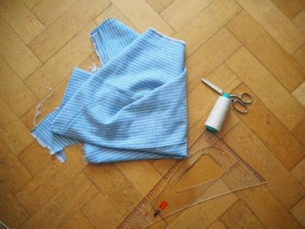 Material für selbstgenähte Geschirrhandtücher für das Camping - Schere, Stoff, Garn und Maßband