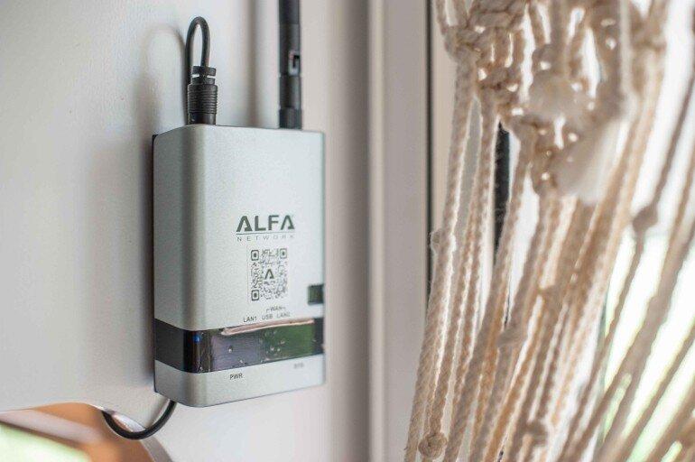 WiFi für Camping nachrüsten - Alfa Network Router angeschlossen