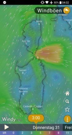 Screen Shot von Windy.com mit Karte und Windgeschwindigkeiten auf La Maddalena