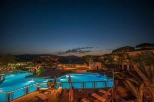 Camping Les Tournels - Pool Bereich beleuchtet bei Mondschein