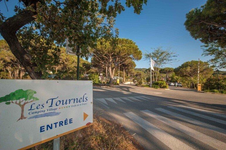 Camping Les Tournels - Schild mit Eingang zum Campingplatz