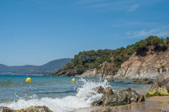 Nähe Saint Tropez - Felsenküste und türkises Wasser