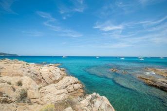 Nähe Saint Tropez - Plage de l'amour mit Yachten und türkisem Wasser