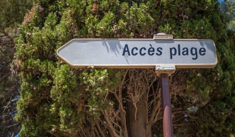Südfrankreich mit dem Wohnwagen - Hinweis Schild Zugang zum Strand