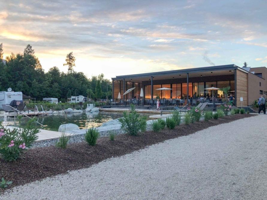 Abendstimmung im Restaurant vom Campingplatz Montiggl