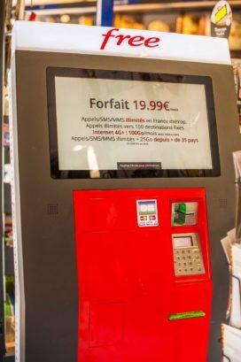 free Mobile Frankreich Netzbetreiber Verkaufsautomat von SIM Karten mit Kreditkarte ziehen