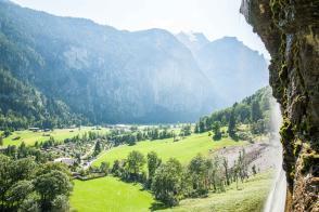 Campingplatz Jungfrau Holiday Park Schweiz Staubbachfall mit Blick auf den CampingplatzWasserfälle