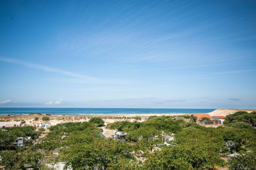 Camping Le Saint Martin Landes Blick von der Beobachtungsplattform auf den Strand und das Meer