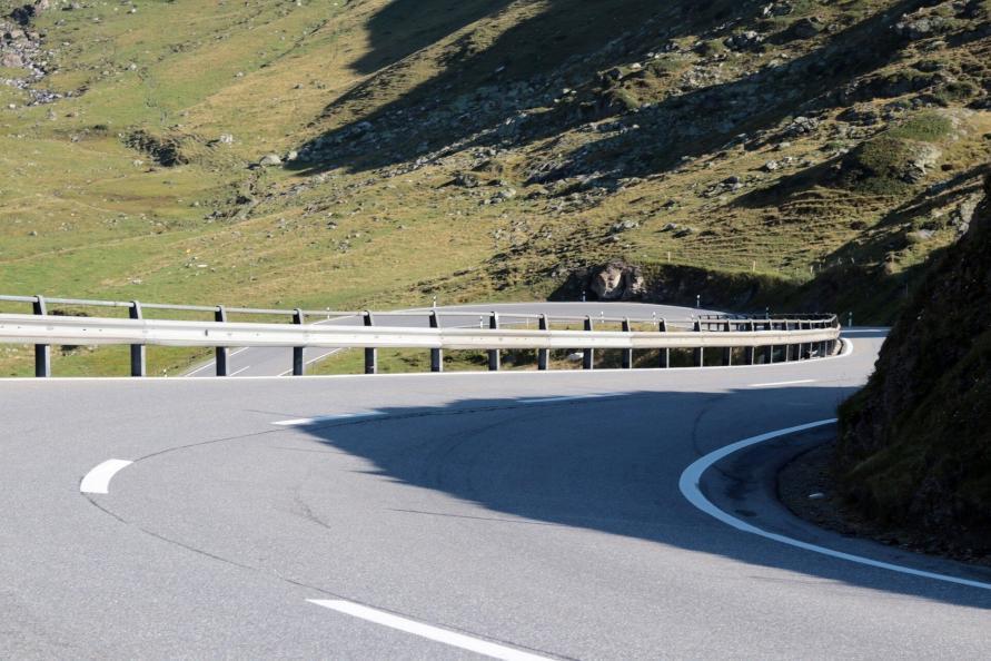 mysmallhouse de wohnwagen camper reisen routenplanung gespann passstrassen serpentinen berg