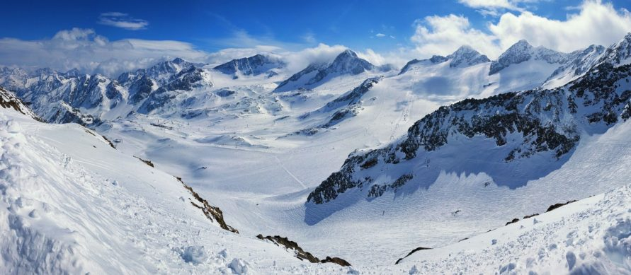 Bergpanorama des Stubaier Gletschers im Stubaital - Wintercamping Stellplätze