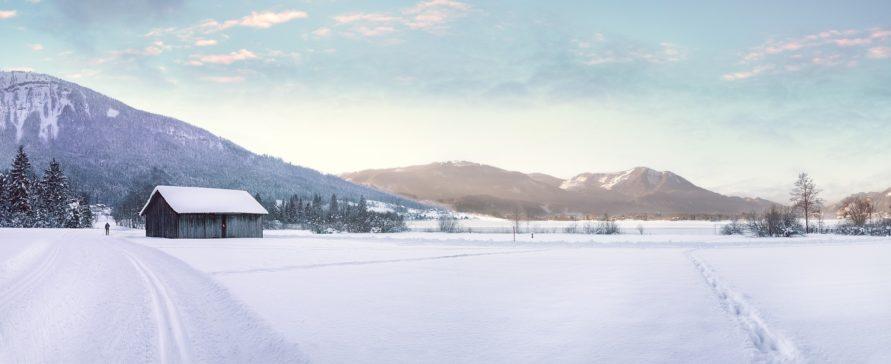 Bergpanorama mit verscheiter Wiese aus Lenggries - Wintercamping Stellplätze