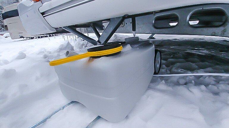 Abwasser-Trolley Wagen Wintercamping im Schnee unter dem Wohnwagen Tipps