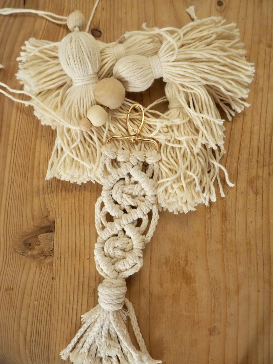 Makramee Schlüsselanhänger DIY selbstgemacht Geschenk Weihnachtsgeschenk Anleitung Tutorial Anhänger