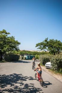 Surfen und Camping Campingplatz Wohnwagen Zelten Le Saint Martin Atlantik Baden Dünen Surfkurs Sommer Strand Urlaub Stellplatz Le Saint Martin Aktivitäten MTB Fahrradfahren