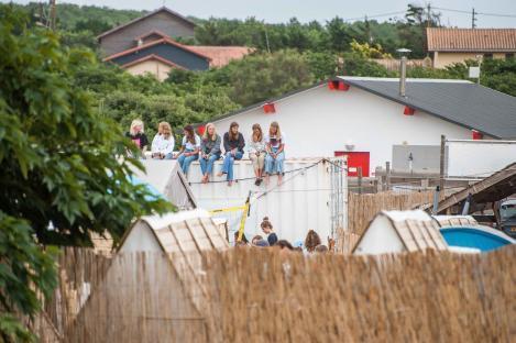 MYSMALLHOUSE.de Surfen und Camping Campingplatz Wohnwagen Zelten Le Saint Martin Atlantik Baden Dünen Surfkurs Sommer Strand Urlaub Stellplatz Surfbrett Surfkurs Surfboard Surfcamp