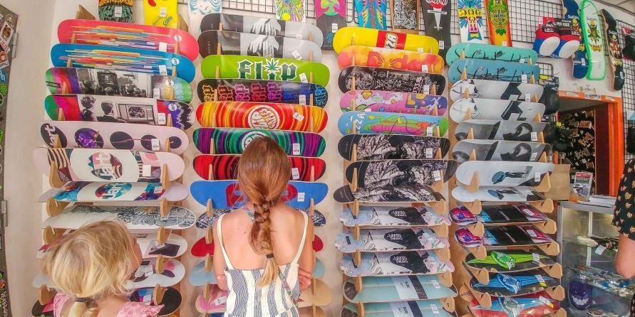 Surfen und Camping Campingplatz Wohnwagen Zelten Le Saint Martin Atlantik Baden Dünen Surfkurs Sommer Strand Urlaub Stellplatz Le Saint Martin Skateboarden Skatepark