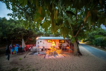 MYSMALLHOUSE.de Surfen und Camping Campingplatz Wohnwagen Zelten Le Saint Martin Atlantik Baden Dünen Surfkurs Sommer Strand Urlaub Stellplatz Le Saint Martin Urlaub Sommerferien