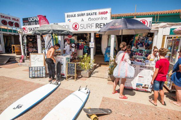 Surfen und Camping Campingplatz Wohnwagen Zelten Le Saint Martin Atlantik Baden Dünen Surfkurs Sommer Strand Urlaub Stellplatz Surfkurs Anmeldung buchen Surfbrett leihen