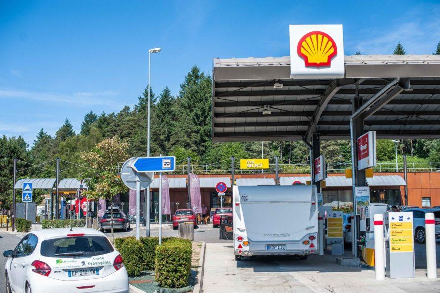 Wohnwagen Reifendruck Luftkompressor prüfen kontrollieren Sicherheit Gespannfahren Tankstelle