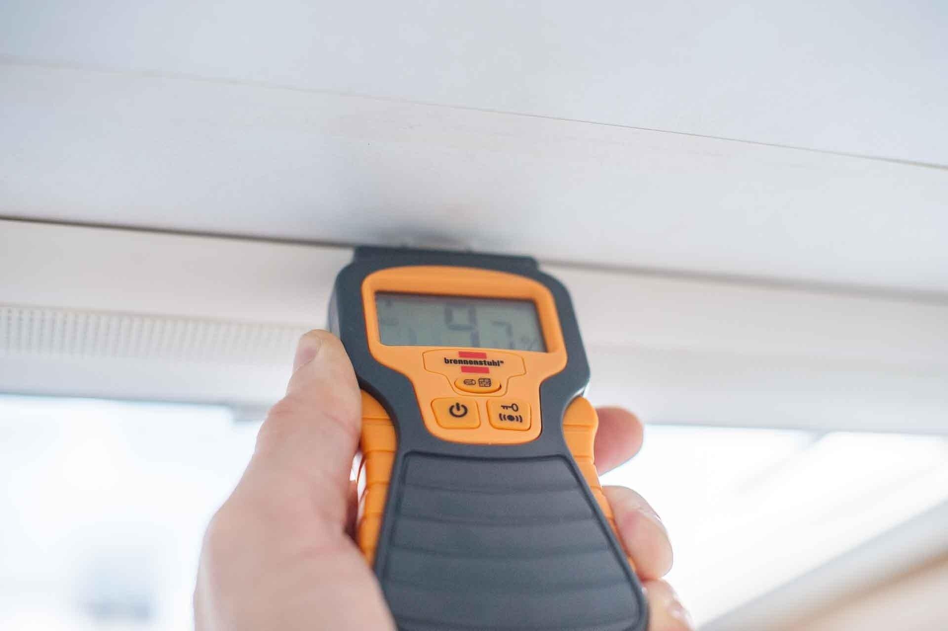 MYSMALLHOUSE.de Brennstuhl Feuchtigkeitsmessgerät für Wohnwagen Dichtigkeitsprüfung Holz Feuchtigkeit Dachhaube