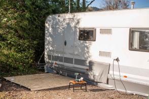 Camping Wohnwagen Vorzeltboden selber aufbauen Kälteschutz Nässeschutz Bodenbelag Boden Wintervorzelt Dauercamping Aufbauanleitung DIY Schritt 2