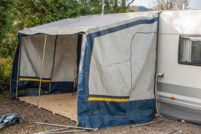 Camping Wohnwagen Vorzeltboden selber aufbauen Kälteschutz Nässeschutz Bodenbelag Boden Wintervorzelt Dauercamping Aufbauanleitung DIY Schritt 6