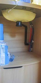 Wohnwagen Wasserversorgung im Winter Wintercamping Tipps Wassertank Toilette winterfest machen Winter Frostschutz Alternativen Comet Tauchpumpe installieren