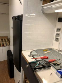 Umbau vom Wohnwagen und Renovierungsarbeiten mit Werkzeug von der Küchenzeile