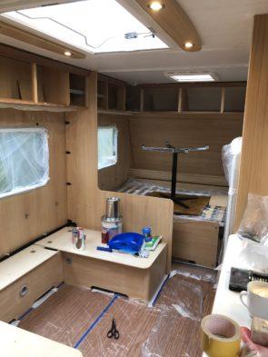 Camping Caravan Reno Wohnwagen nach dem Streichen und mysmallhouse.de Vor dem Streichen Schleifen