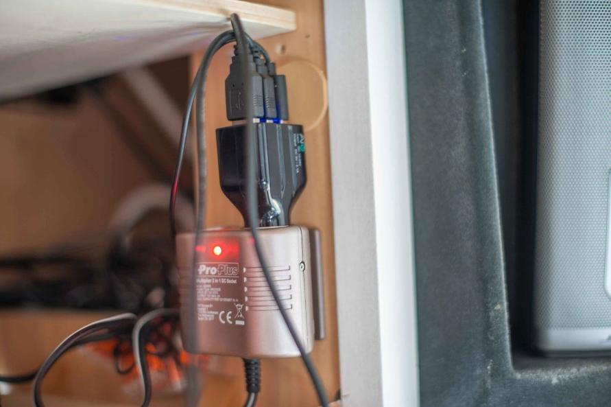 Wohnwagen Sommer Hitze Temperatur senken Lüfter Klimaanlage nachrüsten nachts schlafen Wohlfühlklima USB Anschluss