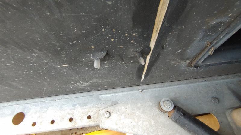 Wohnwagen Unterboden Schaden Schutz erneuern reparieren ausbessern konservieren Holz Nässe - MYSMALLHOUSE.de