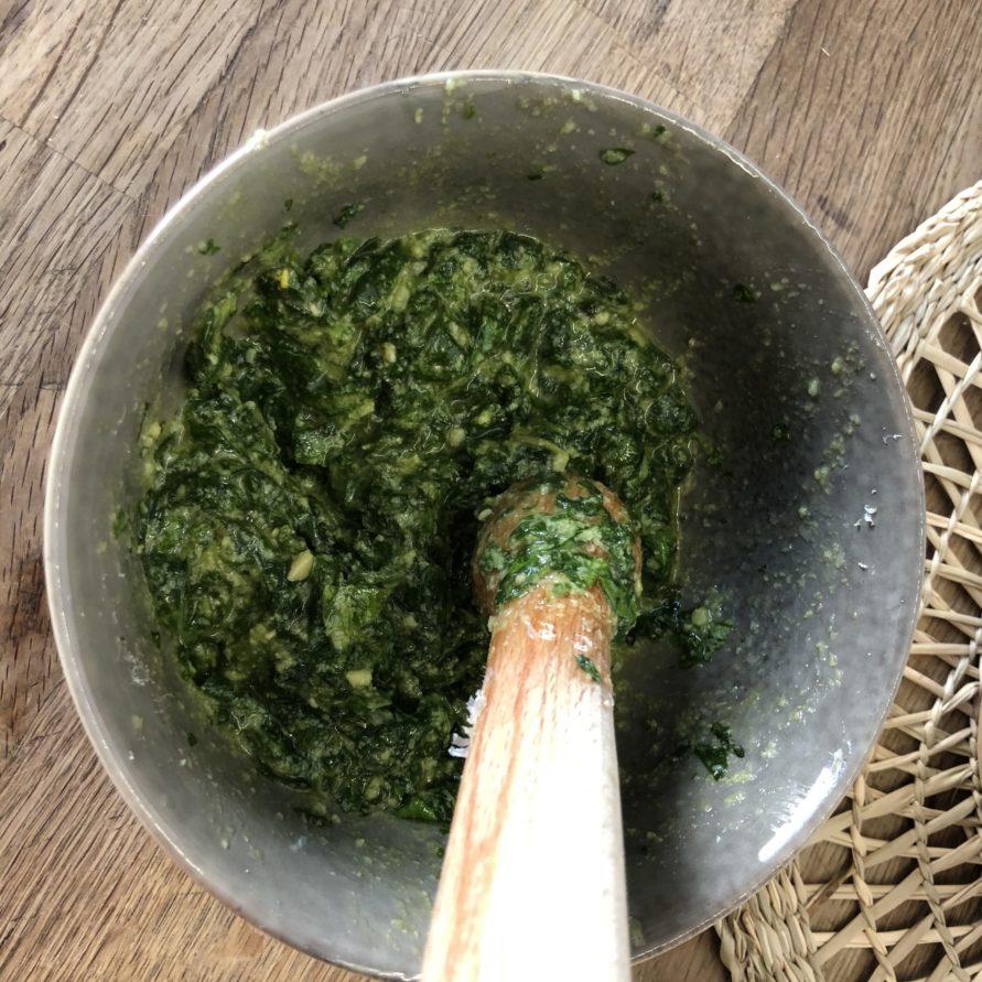 5 Zutaten Basilikum Pesto Rezept nach Belieben abschmecken