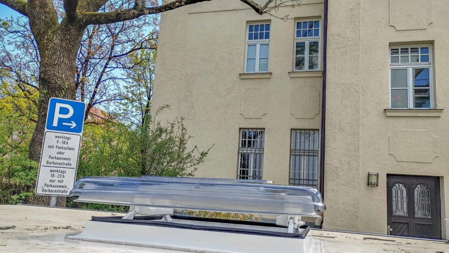 Wohnwagen Fenster tauschen - neu abgedichtete Wohnwagen Dachhaube in Lüfterungsposition