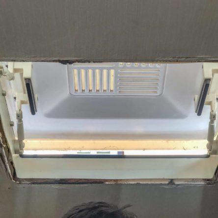 Wohnwagen Fenster tauschen - alte Wohnwagen Dachhaube mit abgenommenem Innenrahmen