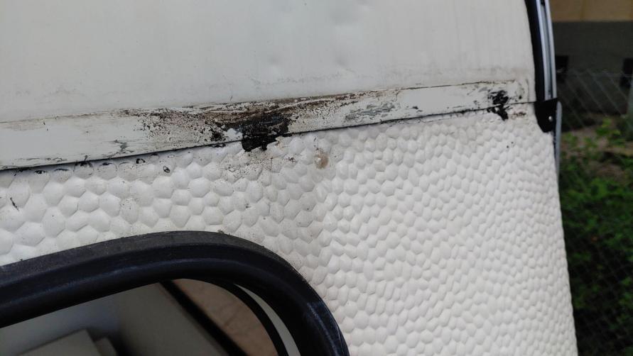 Wohnwagen Fenster tauschen - undichte Front Kederlesite am Wohnwagen