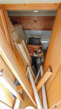 vorderer Bereich vom Wohnwagen komplett demontiert und in den hinteren Bereich gelegt