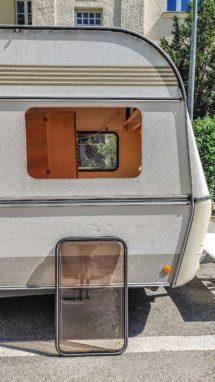 Wohnwagen Fenster tauschen - ausgebautes Planet Wohnwagen Seitenfenster am Wohnwagen