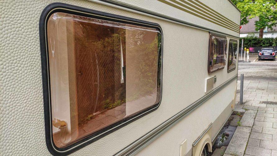 einbauen des Planet Wohnwagen Seitenfensters - neu abgedichtetes Fenster