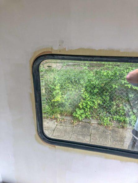 Wohnwagen Fenster tauschen - fertig abgedichtetes und eingebautes Planet Wohnwagen Seitenfensters